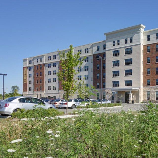 Fountain Square Apartments: Waukegan, IL Apartments