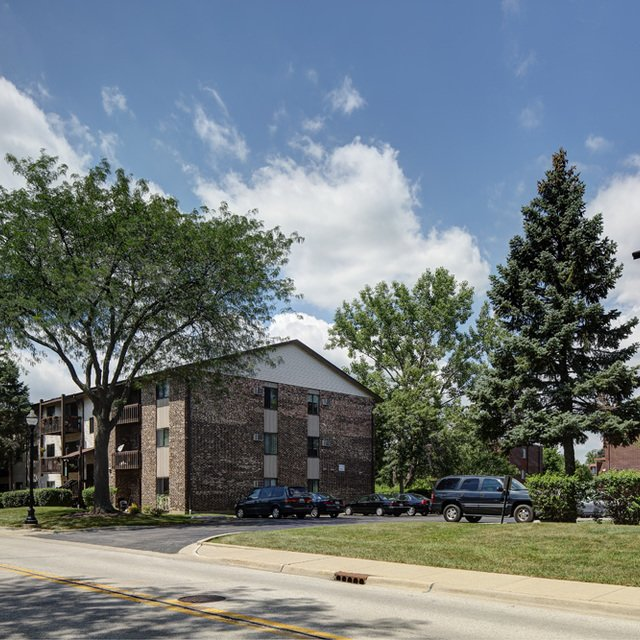 Greenwood Point Apartments: Emerald Pointe Apartments