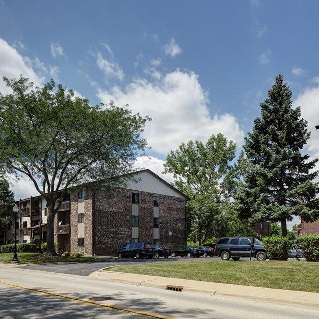 Emerald Hills Apartments: Emerald Pointe Apartments