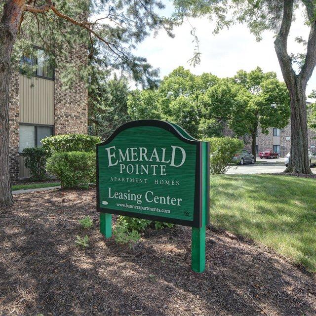 Emerald Hills Apartments: Vernon Hills, IL Apartments